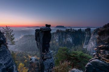 Die Wehlnadel im Elbsandsteingebirge zum Sonnenaufgang