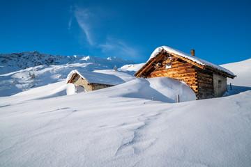 Fototapete - Winterurlaub in den Alpen