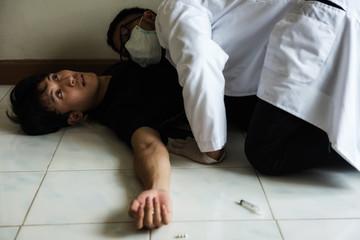checking heartbeat of overdose dead man Fototapete