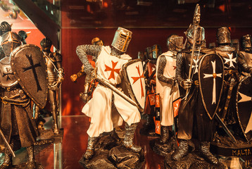 Store with souvenir figurines of knights in armor with weapons, as a symbol of Malta's ancient successes