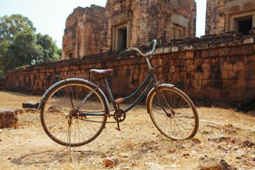 Photo sur Aluminium Classic vintage Bicycle in Angkor Wat temple Cambodia