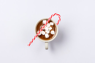 Türaufkleber Schokolade White Cups of Hot Chocolate Drink with Marshmallows and Cinnamon Decorated with Candy Cane on Blue Background Winter time Holiday Food Concept Top View Flat Lay Warn and Cozy Beverage