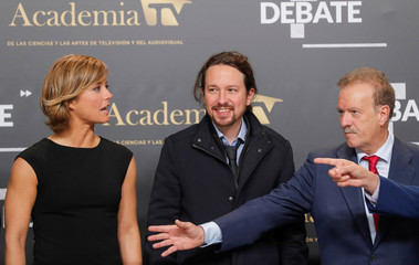 Leader of Unidas Podemos' party Pablo Iglesias, debate moderators Manuel Campo Vidal and Maria Casado pose for a picture before a televised debate ahead of general elections in Madrid