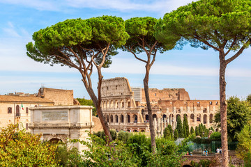 The Colosseum in Rome, Italy during summer sunny day. The world famous colosseum landmark in Rome. Fototapete
