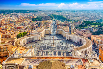 Papiers peints Rome Famous Saint Peter's Square in Vatican and aerial view of the Rome city during sunny day.