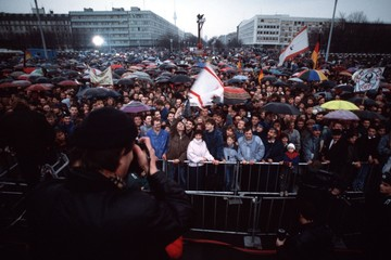 East Germans brave the weather for the official opening of the Brandenburg Gate