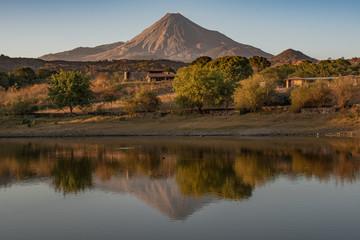 Tuinposter Fantasie Landschap Volcán de Colima, México
