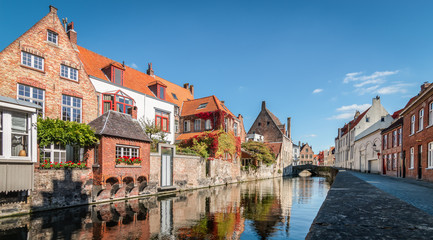 Fotomurales - Panoramic view of canal in the city center of Bruges, Belgium