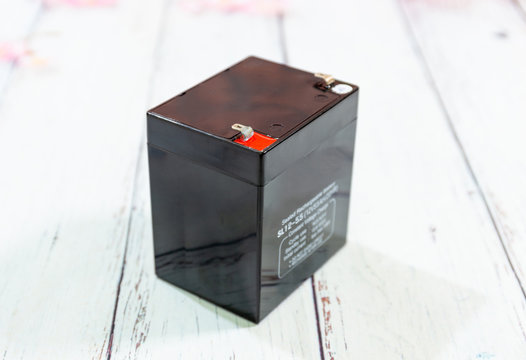 side view of sealed rechargeable UPS battery