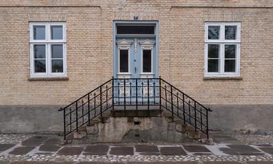 symmetric entrance house