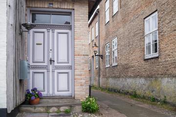door and backstreet
