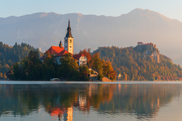 Goldener Herbst am Lake Bled in Slowenien Wall mural