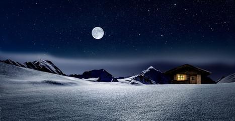 Wall Mural - Gemütliche Holzhütte mit Beleuchtetem Fenster im verschneiten Hochgebirge  bei Nacht im Winter