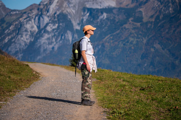girl hiker looking at the mountains