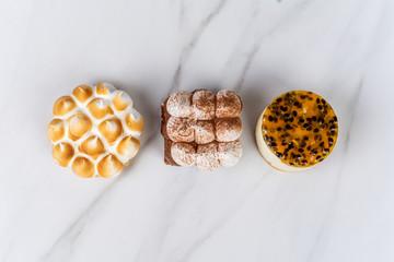 Mini chocolate, lemon pie and passion fruit cake. Fototapete