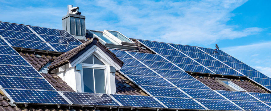 Panorama Photovoltaik Solar Panel auf dem Dach