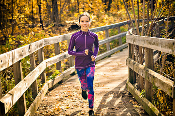 Zelfklevend Fotobehang Jogging The Healthy lifestyle girl running in park on autumn season