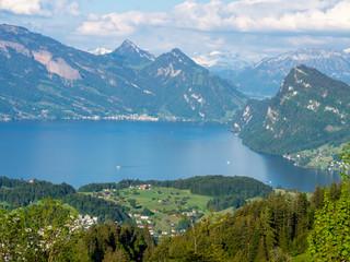 Vierwaldstättersee in der Schweiz von oben