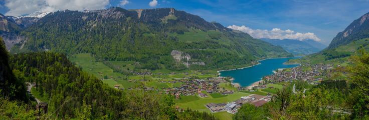 panorama des lungernersee in der schweiz