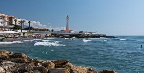 Leuchtturm und Strand bei Torrox Costa