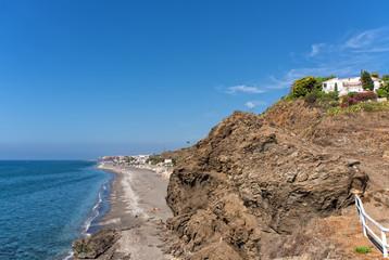 Strand und Fels in Torrox Costa