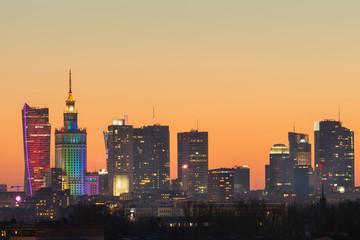 Nowoczesne wieżowce w Warszawie podczas zachodu słońca, Polska