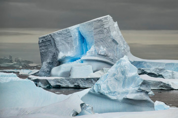 Staande foto Antarctica Unique Iceberg with Blue Crack