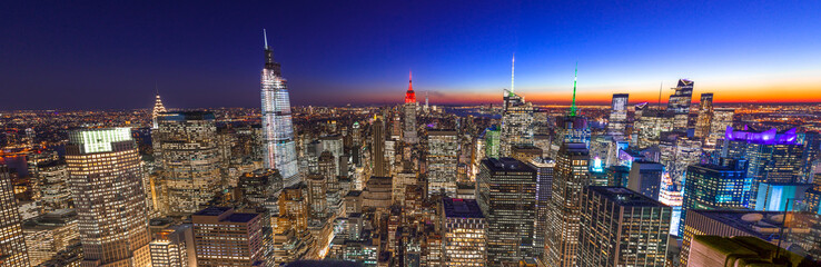 Fototapete - New York City Manhattan skyline buildings sunset evening 2019 November