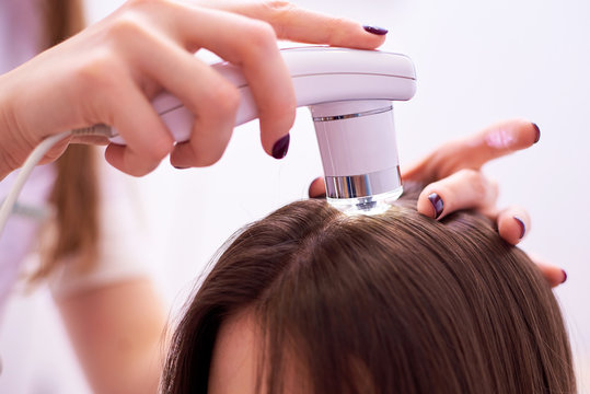 Diagnostic complex for microscopic examination of hair and skin of the scalp.