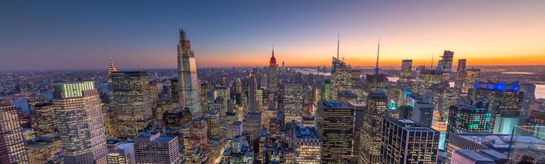 Fototapete - New York City manhattan buildings skyline sunset evening