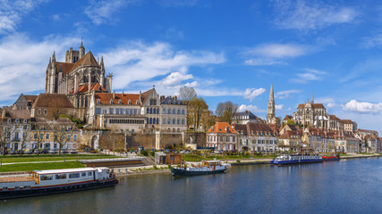 Fototapete - Panoramic view of  Auxerre, France