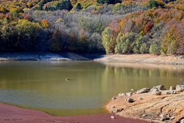 Lago secándose por el cambio climático