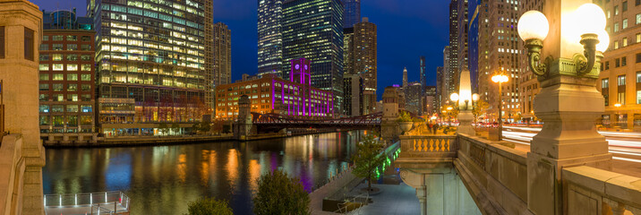 Fototapete - Chicago downtown skyline evening night river