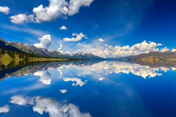 Beautiful views of the lake and reflection of the sky.