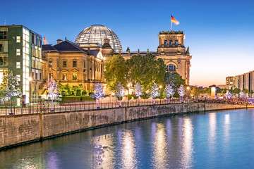 Tuinposter Berlijn Governmental quarter of Berlin with the Parliament building Bundestag at night, Berlin, Germany