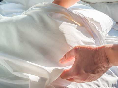 Using zippered dust mites pillow covers is the easiest and fastest way to protect your allergy.