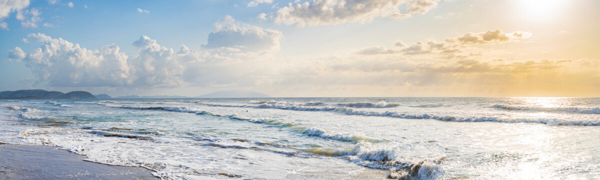 Panorama am Meer mit Blick auf Elba