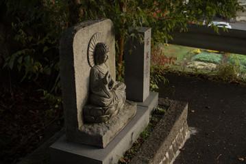 道端にあった小さな仏像