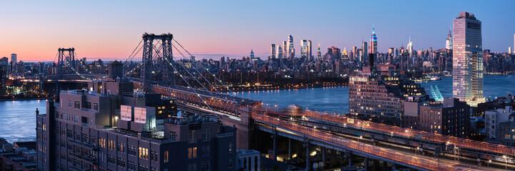 Williamsburg bridge and Midtown Manhattan skyline. Fotomurales