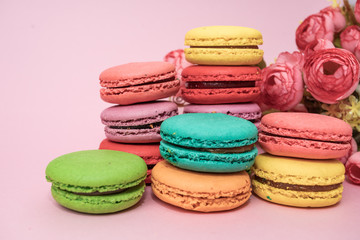 Foto op Textielframe Macarons tasty colorful macarons on pink background