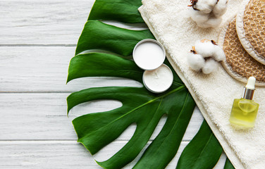 Photo sur Toile Spa Spa concept with monstera leaf