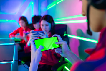 esport gamers play mobile game