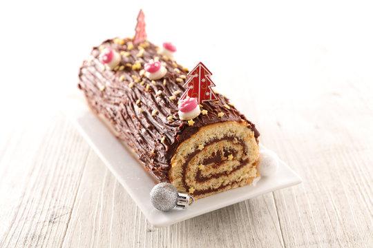 christmas yule log, chocolate cake