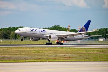 United aircraft on landing