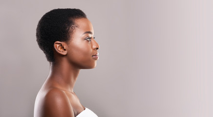 Fototapete - Profile portrait of afro woman with clean flawless skin