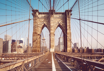 Foto auf AluDibond Brooklyn Bridge Brooklyn Bridge in the morning, color toning applied, New York City, USA.