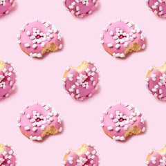Fototapete - Seamless texture of Bitten pink icing donut with marshmallows, isometric view