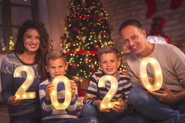 Family holding illuminative numbers 2020