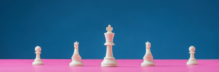 White chess pieces with king in the lead