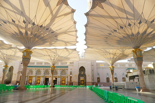 Big umbrella structure of al masjid al nabawi from the holy land and beautiful building structure madinah saudi arabia